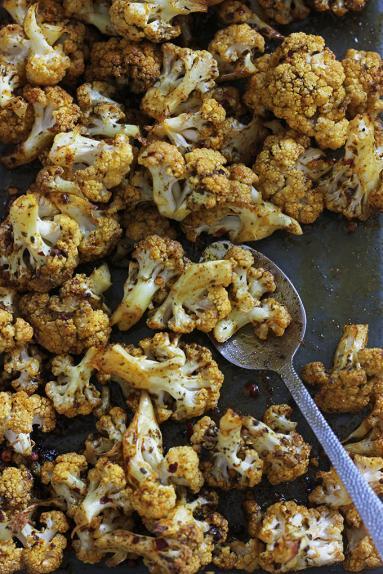 Zdjęcie - Gyros z kalafiora w domowych wrapach z tzatizkami - Przepisy kulinarne ze zdjęciami