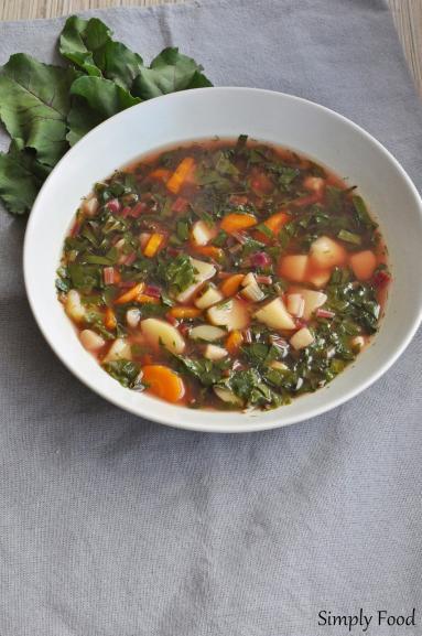 Zdjęcie - Zupa z botwinki - Przepisy kulinarne ze zdjęciami