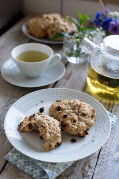 Zdjęcie - Miękkie ciasteczka owsiane z rodzynkami - Przepisy kulinarne ze zdjęciami