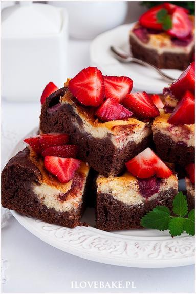 Zdjęcie - Ciasto izaura z truskawkami - Przepisy kulinarne ze zdjęciami