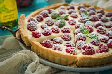 Zdjęcie - Tarta z malinami i mascarpone - Przepisy kulinarne ze zdjęciami