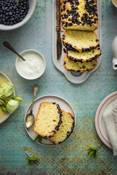 Zdjęcie - Ciasto cytrynowe z jagodami i makiem - Przepisy kulinarne ze zdjęciami