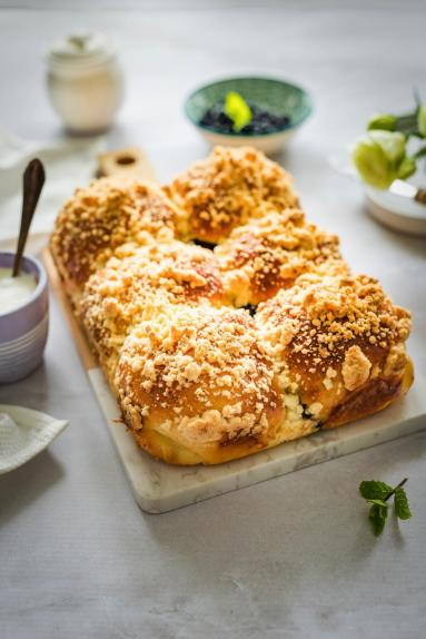Zdjęcie - Jogurtowe jagodzianki do odrywania - Przepisy kulinarne ze zdjęciami
