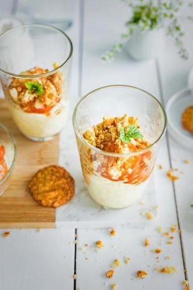 Zdjęcie - Krem mascarpone z pieczonymi morelami i owsianym ciasteczkiem amaretto - Przepisy kulinarne ze zdjęciami
