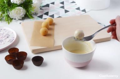 Zdjęcie - Proste cakepops – ciasto na patyczkach - Przepisy kulinarne ze zdjęciami