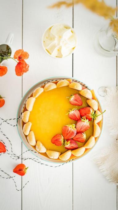 Zdjęcie - Jogurtowy sernik truskawkowy na zimno z musem mango - Przepisy kulinarne ze zdjęciami