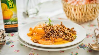 Zdjęcie - Morele pod dyniowo-owsianą kruszonką - Przepisy kulinarne ze zdjęciami