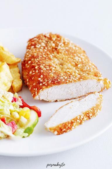 Zdjęcie - Sznycle z indyka w sezamowej panierce - Przepisy kulinarne ze zdjęciami
