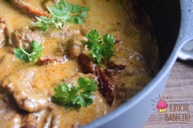 Zdjęcie - Polędwiczki wieprzowe z suszonymi pomidorami - Przepisy kulinarne ze zdjęciami