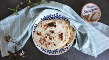 Zdjęcie - Podpłomyki z serkiem wiejskim - Przepisy kulinarne ze zdjęciami