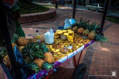 Kubek z kawałkami świeżego ananasa - ok 1.3zł