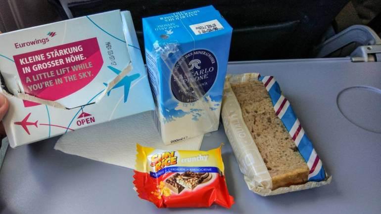 Czym Nas karmią w samolocie