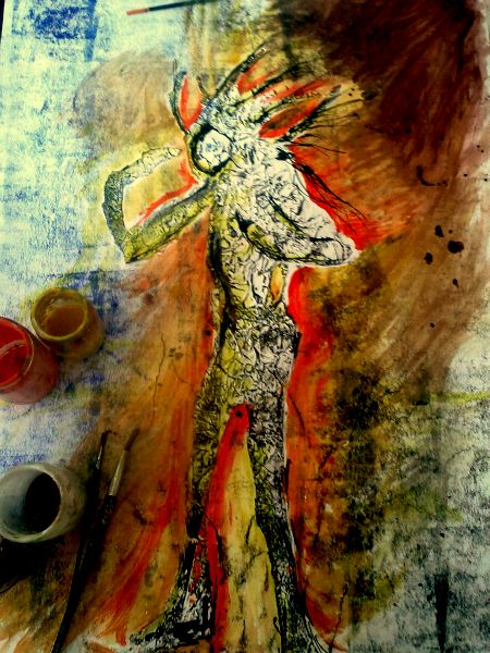 Ručně kreslený obraz - pozadí je modročervené a je na něm nalepená postava bez obličeje, bílá, z mačkaného papíru, trochu potřená černou tiskařskou barvou. Postavě vlají vlasy.