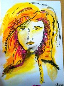 Moderní lehký portrét ve žlutočernobílých barvách. Na obrázku je žena, která má ostřejší rysy a spoustu oranžových vlasů.