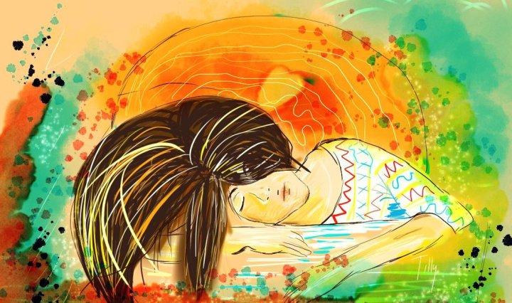 Digitální malba dívky, která spí na barevném podkladu, její dlouhé hnědé vlasy se vlní dopředu přes celý obrázek. Celá malba je velmi lehká a barevná, působí svěžím dojmem.