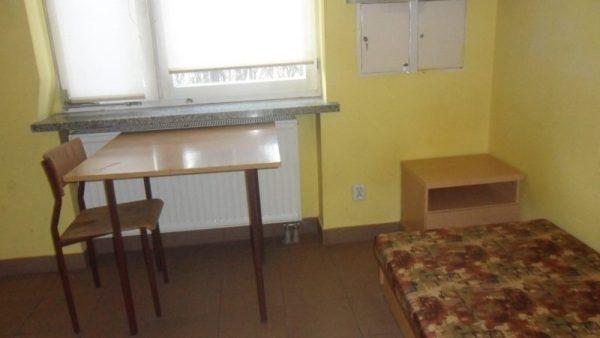 pokój, internat, dwuosobowy, jednoosobowy, łóżka, pościel, akademik, szkoła dentystyczna, Zgierz