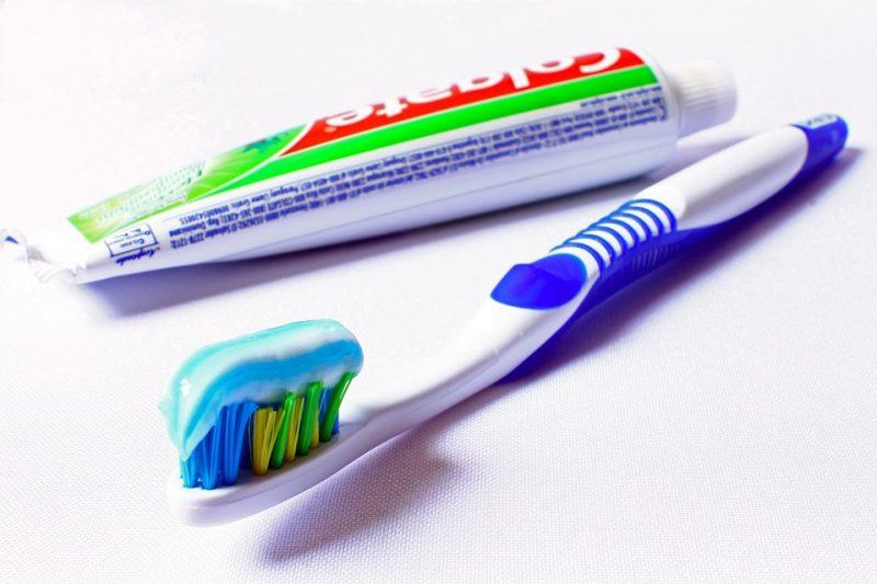 Technik, dentystyczny, szkoła, średnia, protetyk, stomatolog, ortodoncja, policealna, nauka, pasta do zębów, czyszczenie, szczoteczka, czystość,