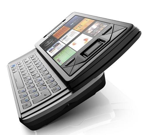 X1 com o teclado QWERTY levemente curvado í mostra