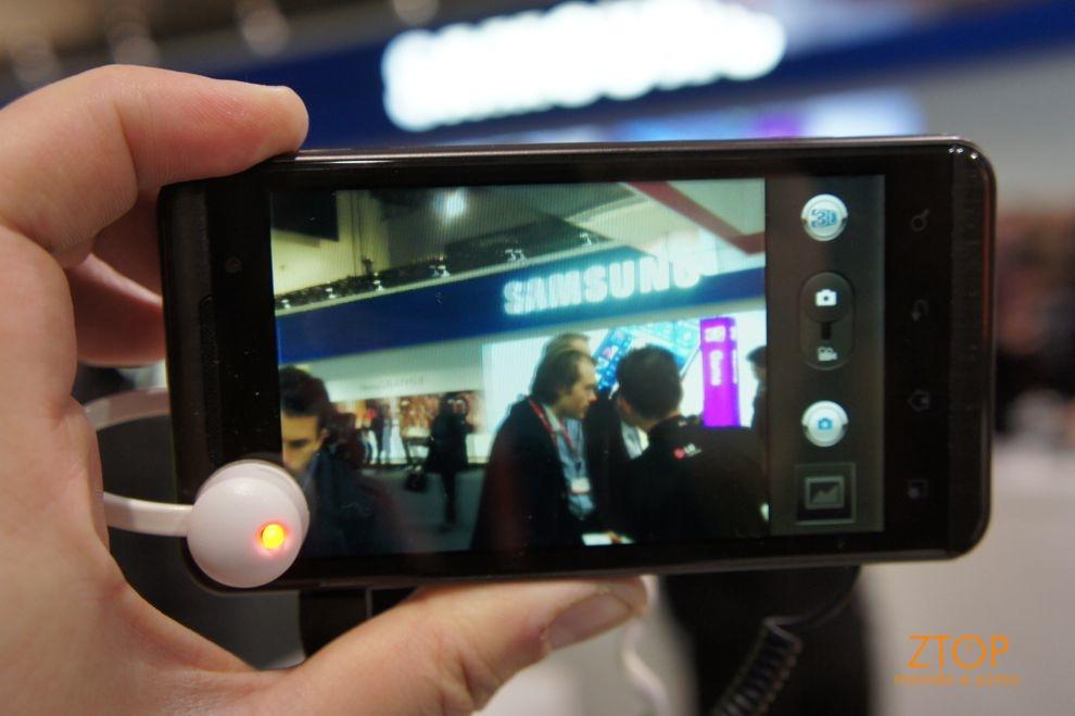 LG Optimus One 3D com a câmera ligada - modo 3D