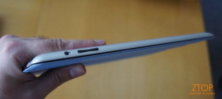 Na lateral direita, o botão de travar a tela e controle de volume