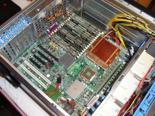 Placa-mãe com suporte a dois processadores quad-core