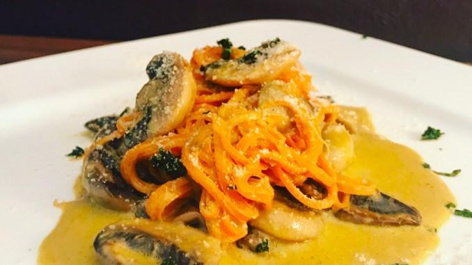 Karotten Zoodles mit Champignons Parmesan Soße