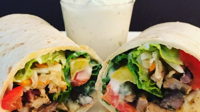 Gyros Wrap mit Tzatziki und Salat