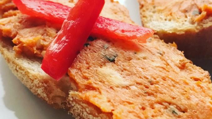 Selbstgemachte Tomaten Chili Grillbutter