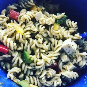 Pesto Nudelsalat mit Feta Käse