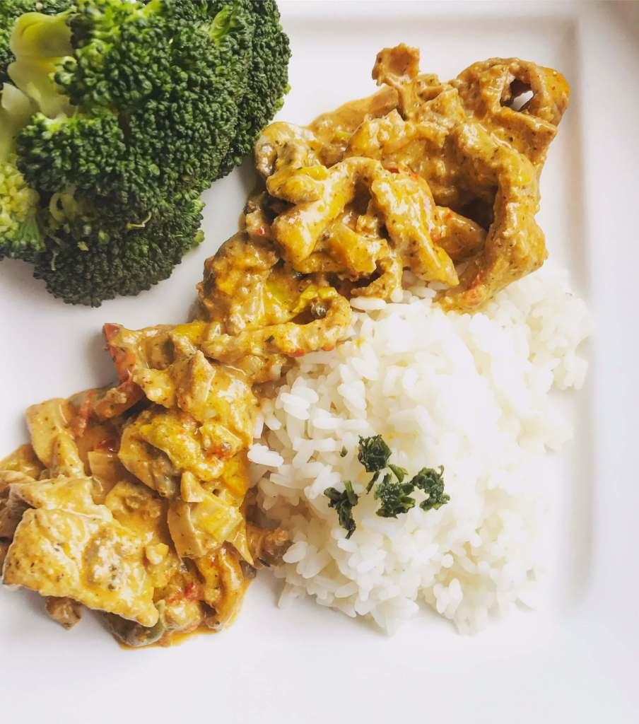 Serviervorschlag Geschnetzeltes mit Reis und Broccoli