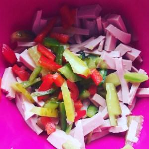 Schnippeln für den Geflügel Fleischsalat mit Paprika