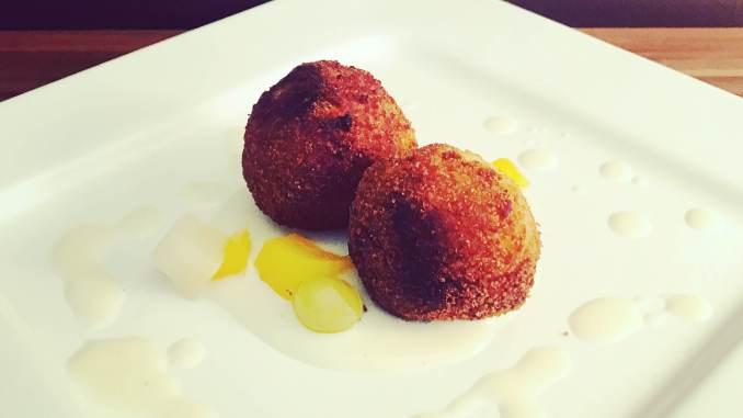Frittierte Couscous Honig Bällchen