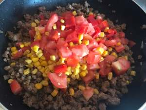 Tomaten Paprika Mais anbraten