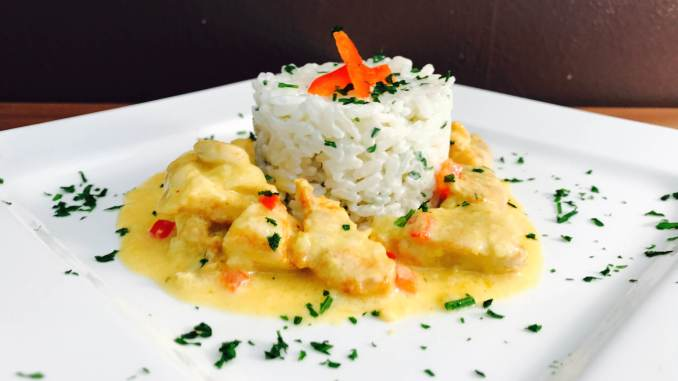 Safran Weißwein Hähnchenbrust Geschnetzeltes an Reis
