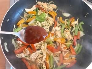 Zubereitung BBQ Chicken Fajita mit Quesadillas und Dip