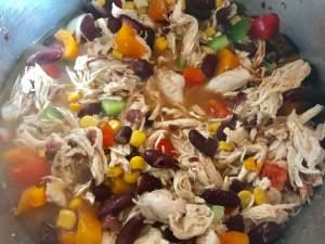 Pulled Chicken Chili Con Carne Zubereitung in einem Topf