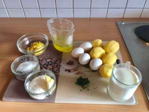 Klassische Senfeier mit Kartoffeln Zutaten