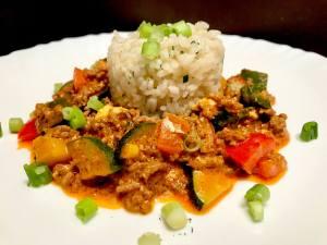 Serviervorschlag Mediterrane Paprika Zucchini Hackfleisch Pfanne mit Reis