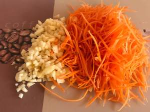 Karotten Apfel Salat mit Ingwer Zubereitung