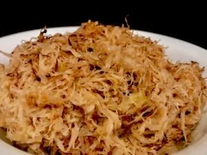 Geschmortes Sauerkraut mit Zwiebeln