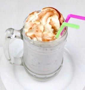 Heidelbeeren Vanille Eis Milchshake