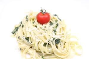 Tagliatelle in einer Spinat Sahne Soße Zubereitung