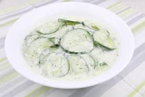 Grill Beilage Dill Gurkensalat mit Saurer Sahne
