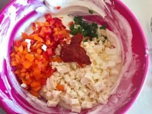 Zubereitung Feta Frischkäse Dip mit Paprika und Chili