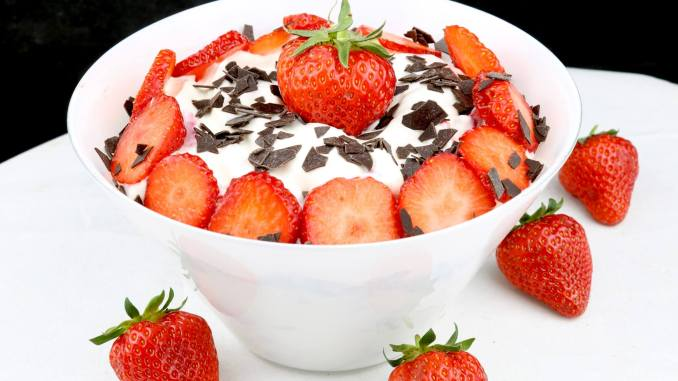 Schnelles Erdbeeren Quark Dessert