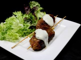 Grill Idee Gefüllte Bifteki Spieße