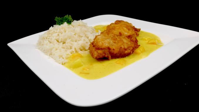Chrispy Chicken auf fruchtiger Thai Curry Soße