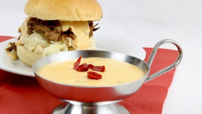 Selbstgemachte Chili Cheese Sauce