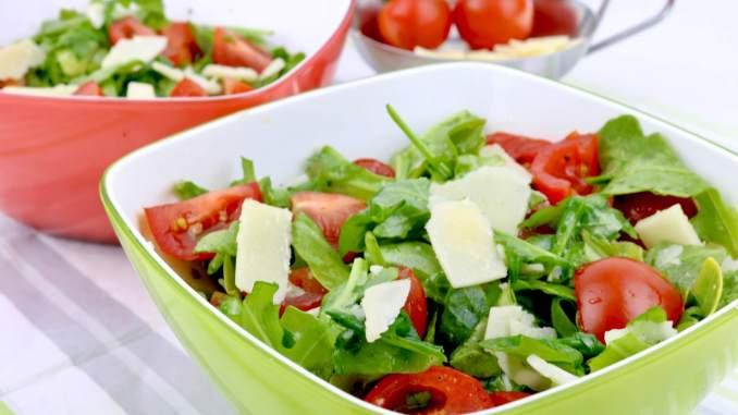 Einfach und Lecker Rucola Parmesan Salat mit einem Balsamico Honig Dressing