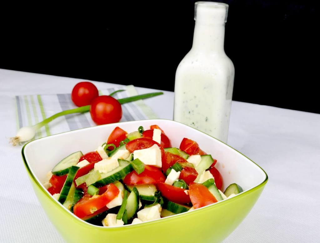 Beilagen Salat Tomaten Feta Gurkensalat mit Zitronen Joghurt Dressing